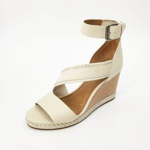NWOT Frye Riviana Feather Wedge in Off White